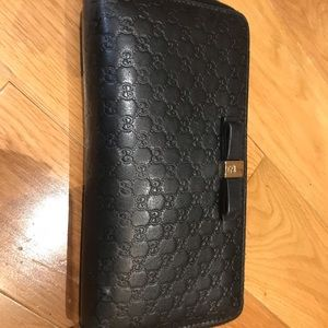 Black Gucci bow signature wallet